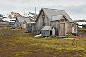 "Les 2 cabanes de ""Camp Mansfield"" - NY LONDON - SVALBARD (04-06-2018 / 11H40)"